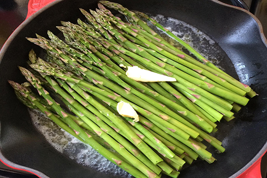 asparagus-with-fresh-herb-dipping-sauce-edit